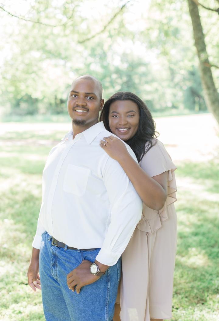 Aleia & Seth | A Sweet Springtime EngagementSession